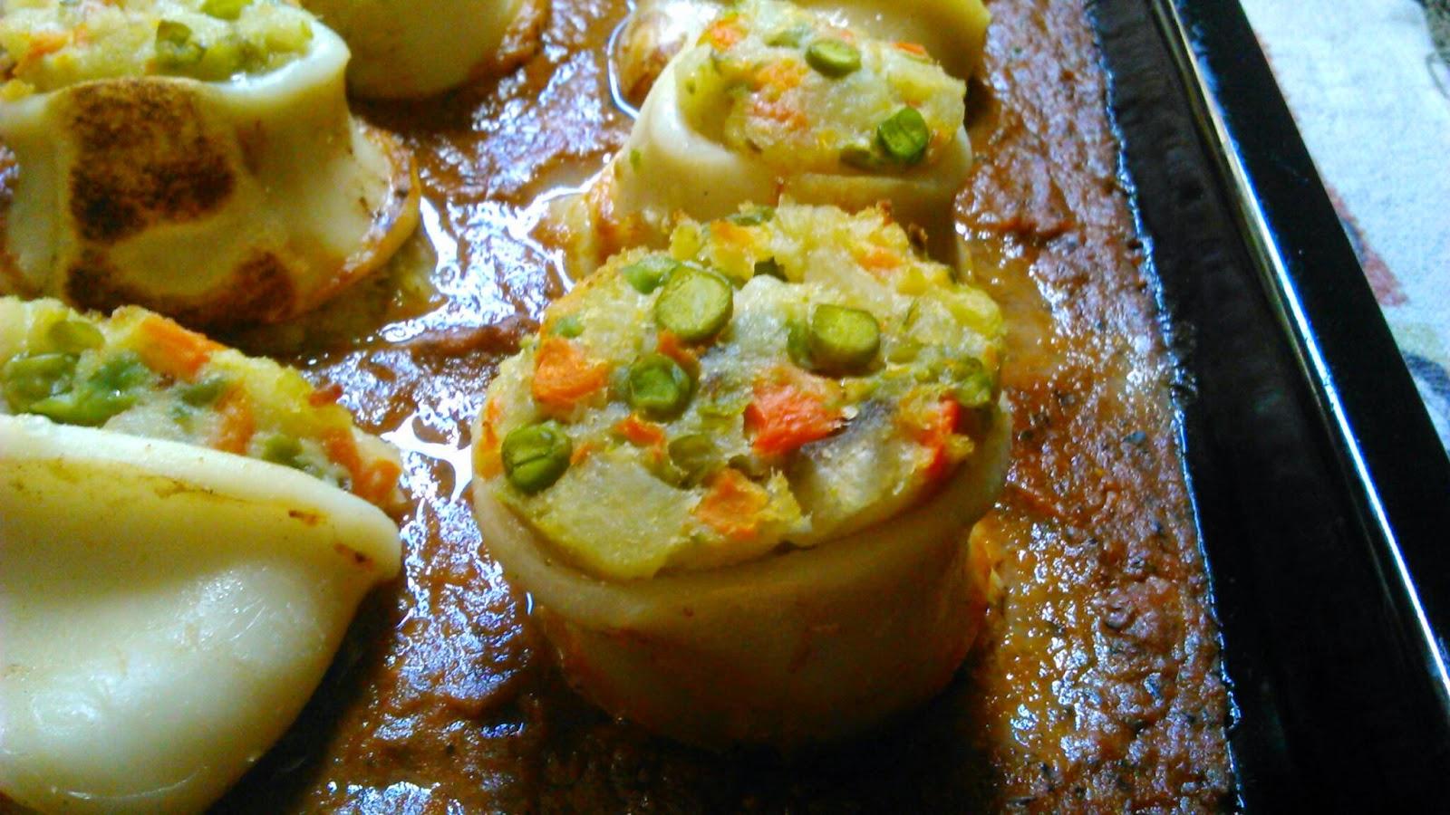 Recetecum calamares rellenos de ensaladilla con salsa de - Chipirones rellenos en salsa de tomate ...