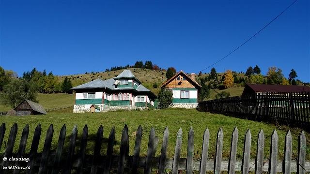 Fundata-Moieciu-toamna-1868w.jpg