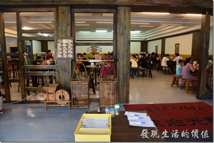 南投-胡國雄古早麵的菜單就擺在門口,客人自取。