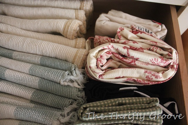 kitchen linens cleaned, purged and organized. A simple, easy and quick task. Instant gratification. and its thrifty. No buying special orgaizing tools. at TheThriftyGroove.com