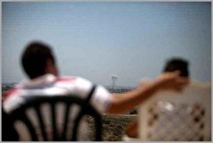 pessoas-assistindo-massacre-gaza