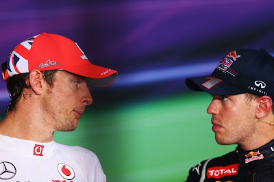 Дженсон Баттон и Себастьян Феттель на пресс-конференции после гонки на Гран-при Сингапура 2012