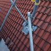 02. Steiger afsteunen op dak.JPG