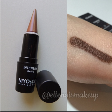 Swatch del kajal 02 - Chocolate NIYO & Co.