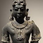 Visnu. Madhya Pradesh, région de Gwalior (?). 11e-12e s. Schiste bleuté. MA 4942.