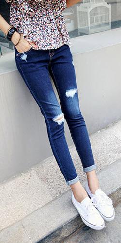 2 phong cach don gian voi jeans rach  1