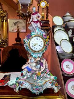 Большие антикварные часы марки Мейсен. 19-й век. Высота 80 см. 25000 евро.
