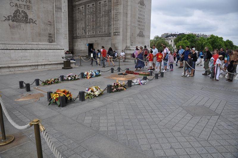 tomb-of-unknown-soldier-paris-2