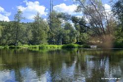 Nad obcí Dasnice se nachází zbytky rozbořeného jezu výšky 0,6m a menší peřeje cca 200m. Lze jej snadno překonat, případně přenést po levém břehu.