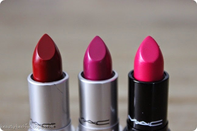 MAC LE Limited Edition Philip Treacy Lippenstift Lipstick Hollywood Cerise No Faux Pas Cardinal Fluidline Blue Peep Blacktrack Nude Pink Blush Pink Highlight Powder Higlighter Swatch Swatches Review Test 6