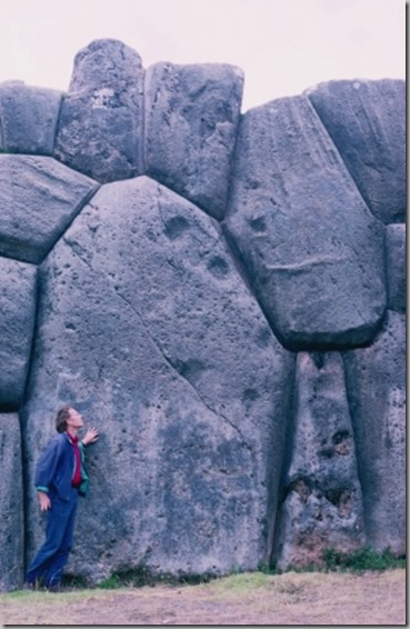 graham_hancock_at_sacsayhuaman_megalithic_site_peru_photo_by_santha_faiia