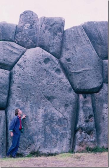 graham_hancock_at_sacsayhuaman_megalithic_site_peru_photo_by_santha_faiia