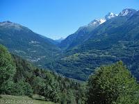 Zum Kleinen St. Bernard und weiter ins Aostatal. Auf der D84 bei Le Villaret (Montvalezan) einen Blick zurück in Richtung Wintersportort Val d'Isere und Col de l'Iséran.