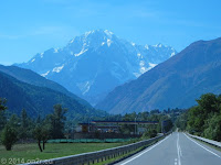 Im Aostatal. Blick zurück auf den Monte Bianco, den alles überragenden Mont Blanc.