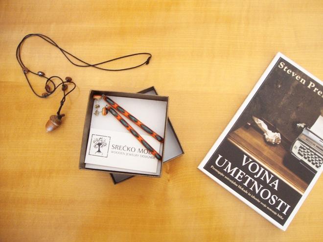 nakit in knjiga