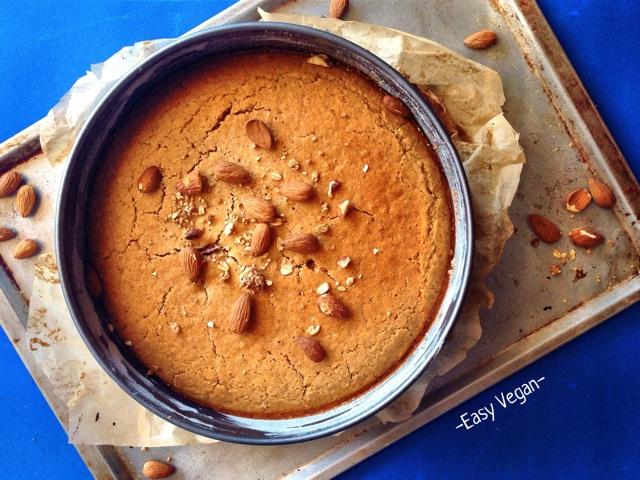 """Questa torta è un po' particolare: è fatta con farina di riso, la quale è completamente senza glutine e permette di ottenere torte """"inzuppose"""" , abbinata alla farina di mandorle, che da un profumo irresistibile ed inconfondibile. Ecco la ricetta..."""