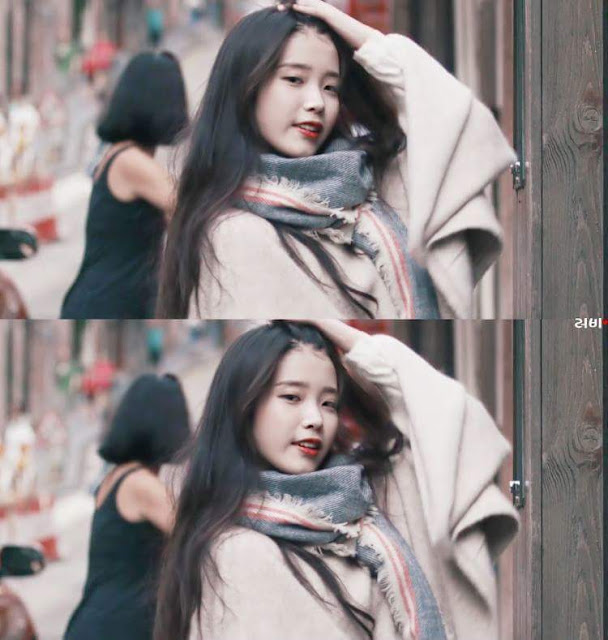 IU_wearing_a_scarf_in_fall