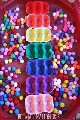 Toddler-play-activity-pom-pom-colour-sorting1-666x1000