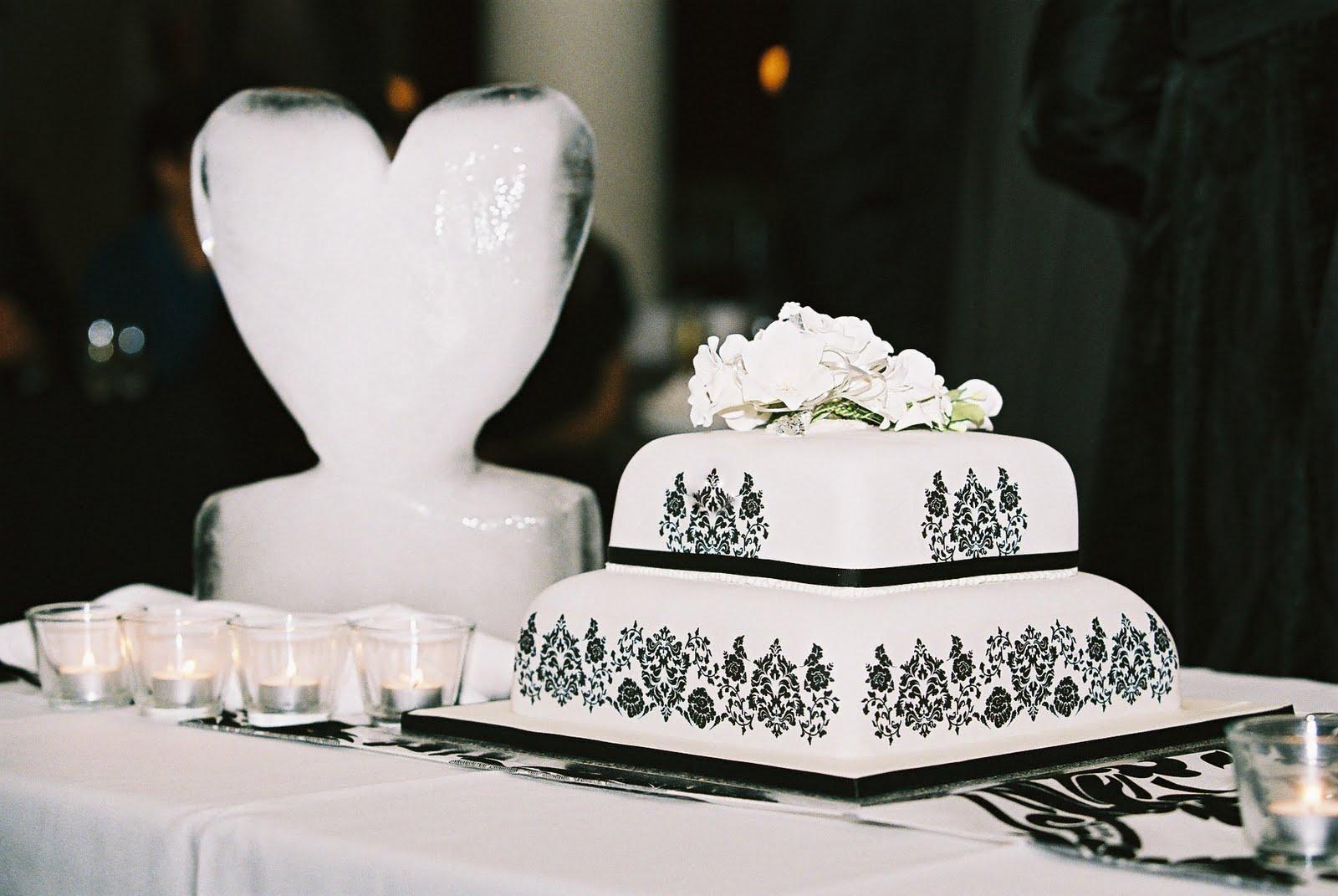 Wedding Cake - Black & White