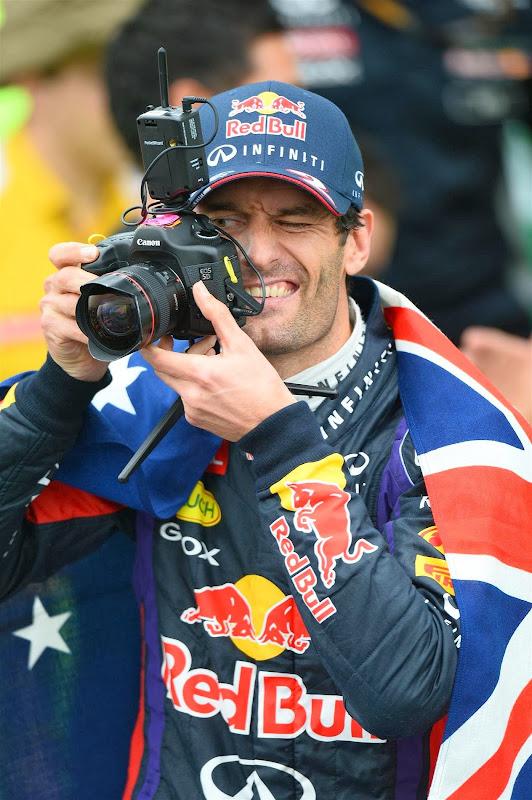 Марк Уэббер фотографирует на Гран-при Бразилии 2013