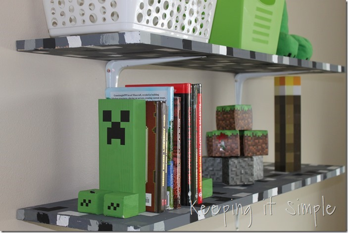 Easy-DIY-Minecraft-Creeper-Book-Ends (1)