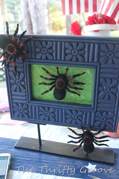 How to make a thrifty, easy and quick Halloween picture frame project. Use thrift store finds or a dollar store frame.  Simple spooky DIY tutorial at thrthriftgroove.com Halloween 2015