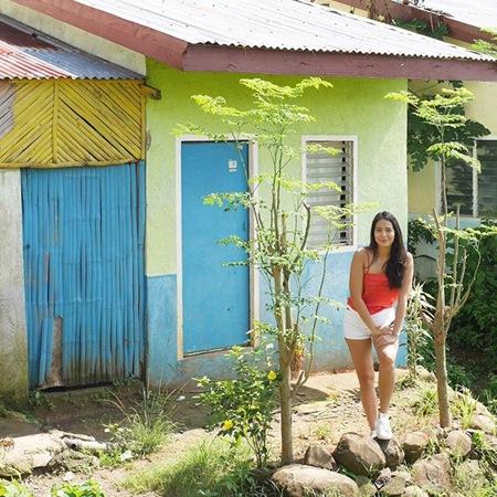 Isabelle Daza donates a house