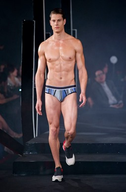 Red Charity Gala River Viiperi Bench13