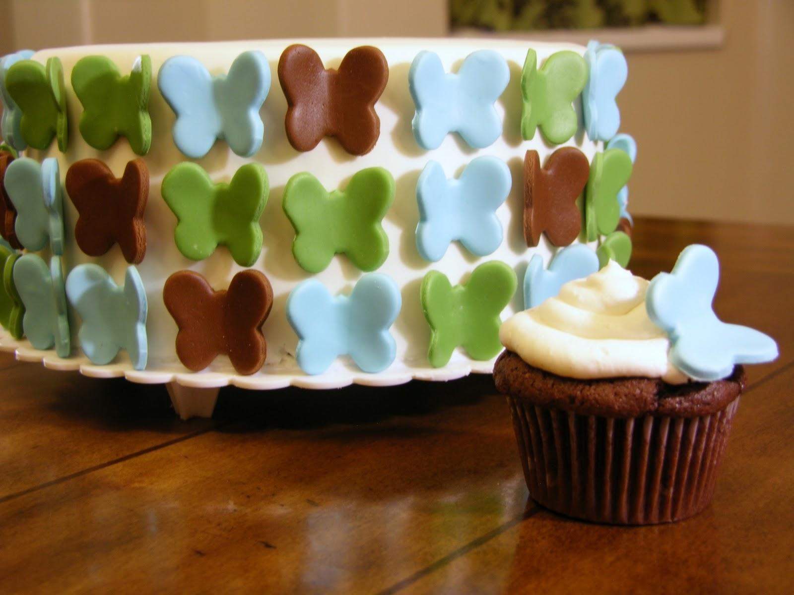 I am LOVING this cake.