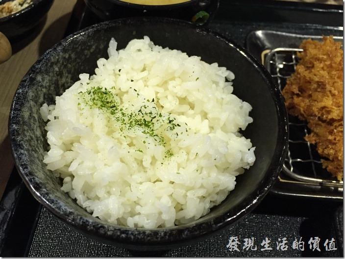 白米飯,可以再來好幾碗,不用加錢,這裡的米飯還蠻好吃的。