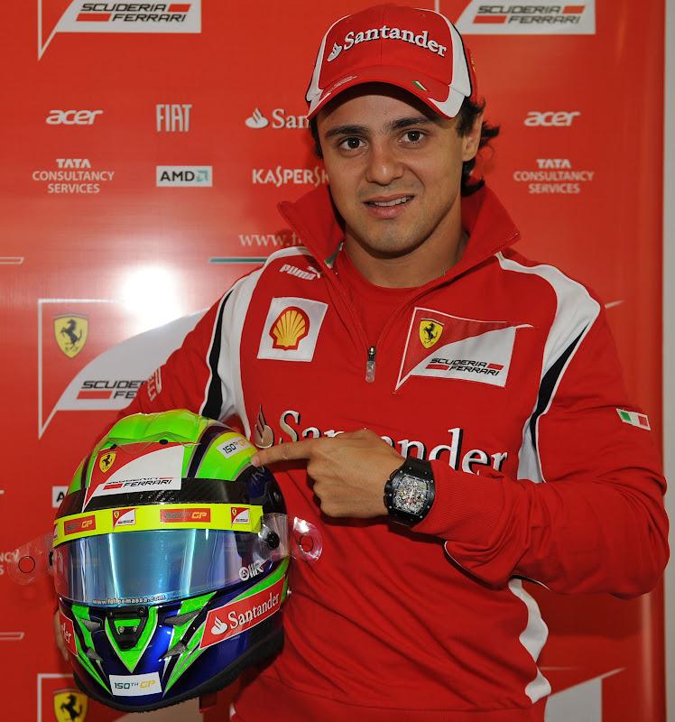Фелипе Масса со шлемом на свое 150-ое Гран-при Формулы-1