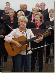 """Boudewijn laat zingen: Boudewijn Knevels, 50 jaar dichter en schrijver. Jenny Vanherle zingt """"De notenbalk der jaren."""