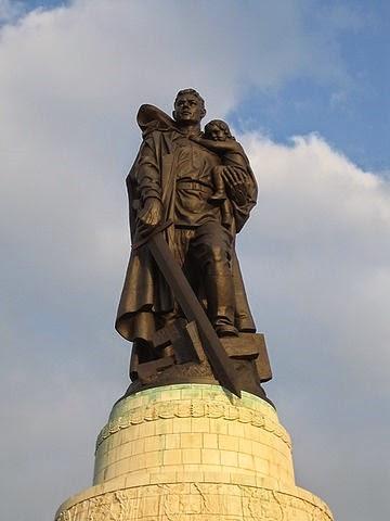 360px-Soviet_Cenotaph_Berlin_Treptower_Park