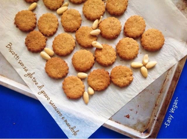 Biscottini vegani e senza glutine, com mandorle e grano saraceno, leggeri e salutari, facili e veloci
