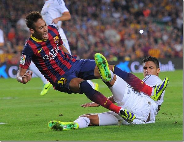 1382809157123_lc_galleryImage_Barcelona_s_Neymar_left_c
