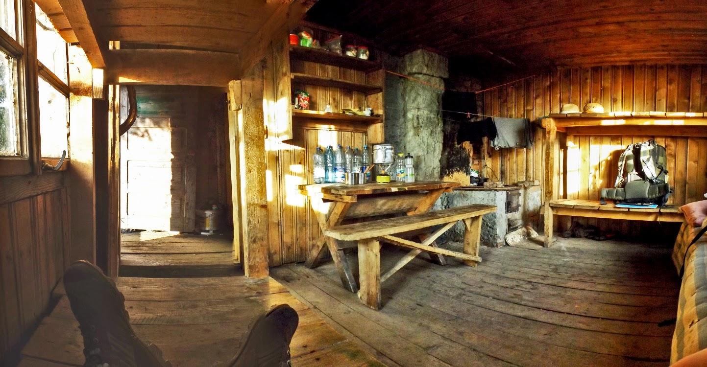 Панорама Інтерєру Туристичного притулку, хатки під Попом Іваном Мармароським