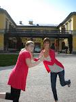 5. Jen und Mia vor der Kaiservilla