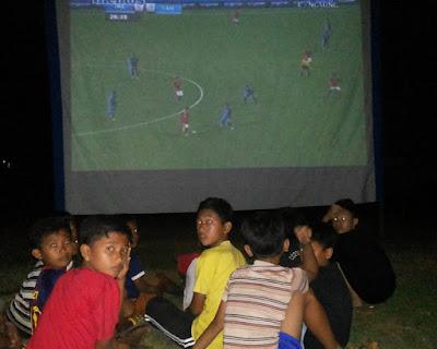 Nobar pertandingan sepak bola