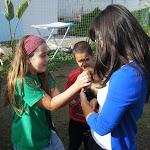 Akela y dos lobatos con el hurón