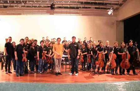 Rey Valera with the ABS-CBN Philharmonic Orchestra led by Gerard Salonga