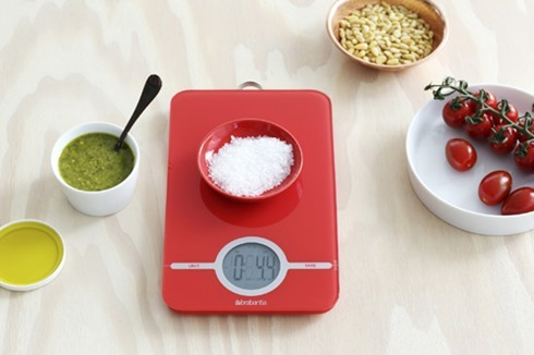 digital-kitchen-scales-essential-passion-red-mood-01