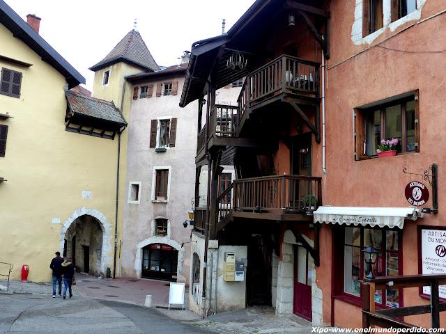 Puerta-Perriére-annecy.JPG