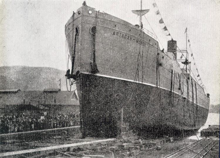 Momento de la botadura del ARTAGAN-MENDI. Bilbao. 1917. Del libro La Industria Naval Vizcaina.jpg