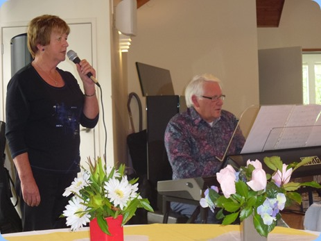 Nelleke Moffat and Rod Moffat dueting for us. Photo courtesy of Gordon Sutherland.