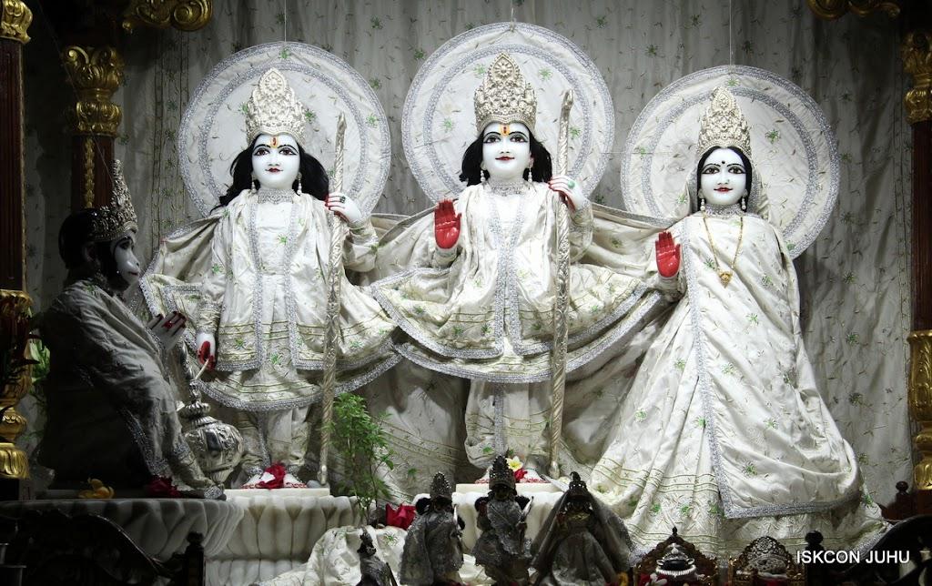 ISKCON Juhu Mangal Deity Darshan 21 Jan 16 (6)