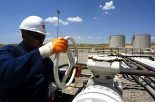 Dégringolade des prix du pétrole, inflation, chute du dinar, flambée des produits de consommation