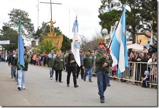 Frente al monumento al Libertador, se realizó en Mar de Ajó un desfile institucional