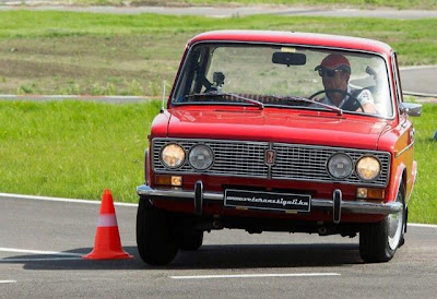 Дженсон Баттон за рулем Лады в Венгрии на мероприятии Vodafone 29 апреля 2013