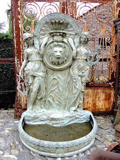 Большой фонтан из бронзы 20-й век.