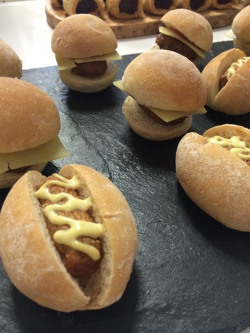 mini hot dogs and burgers - Little House Lovely - Festive Food
